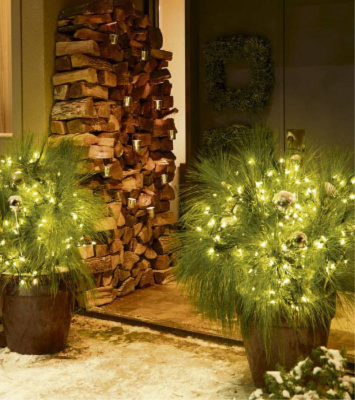 home stagers make extra money with holiday decorating
