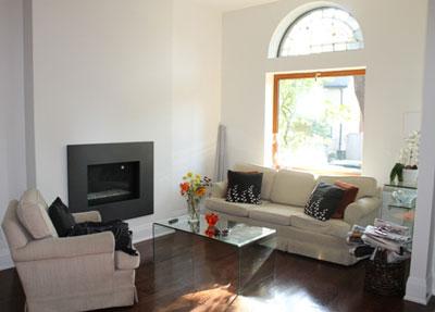 Barrineuvo Living Room Before Staging